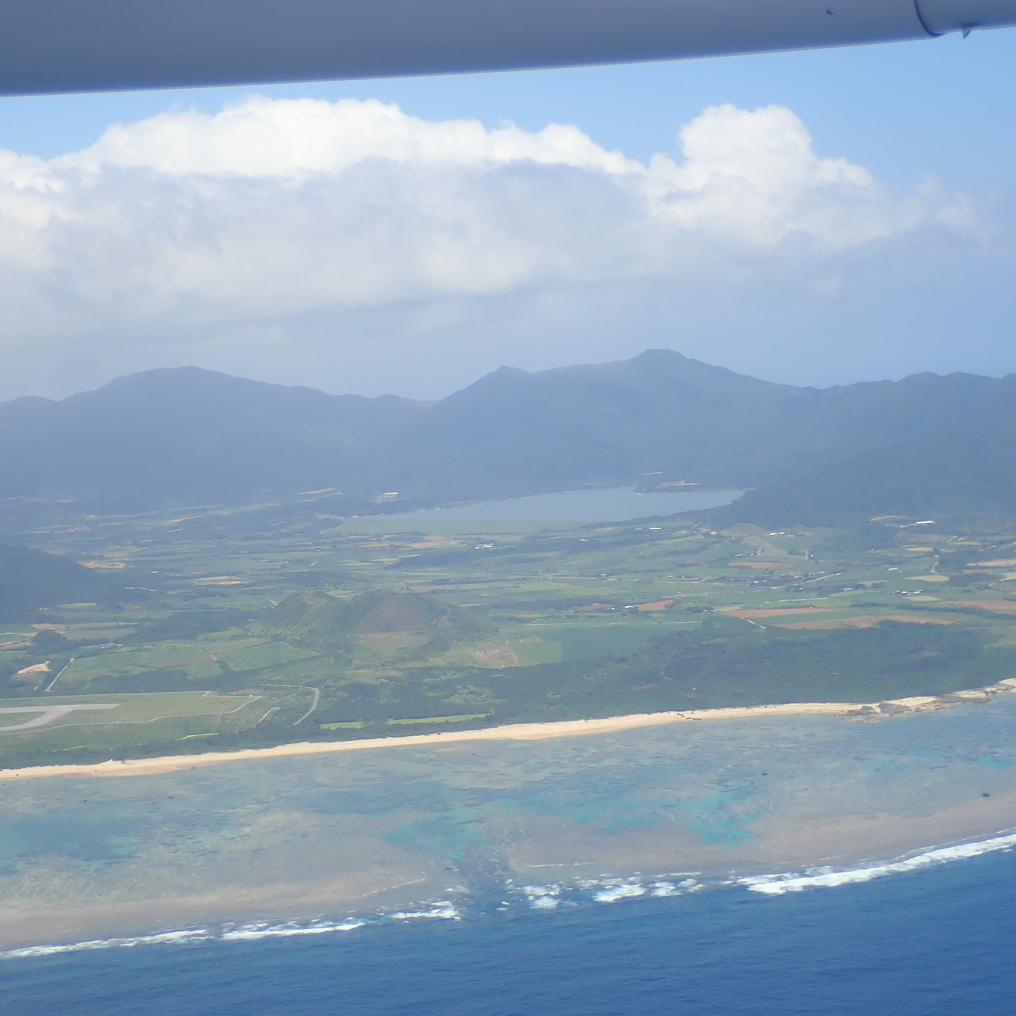 空から見る石垣島