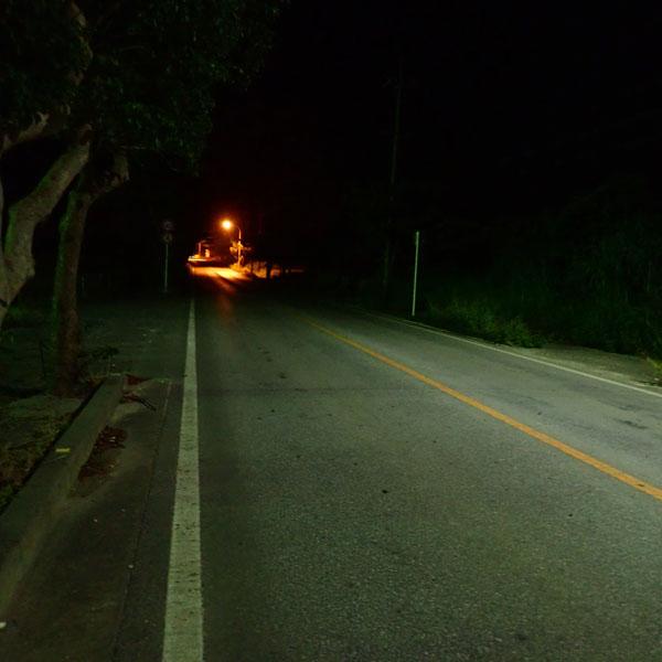宮古島、深夜の道